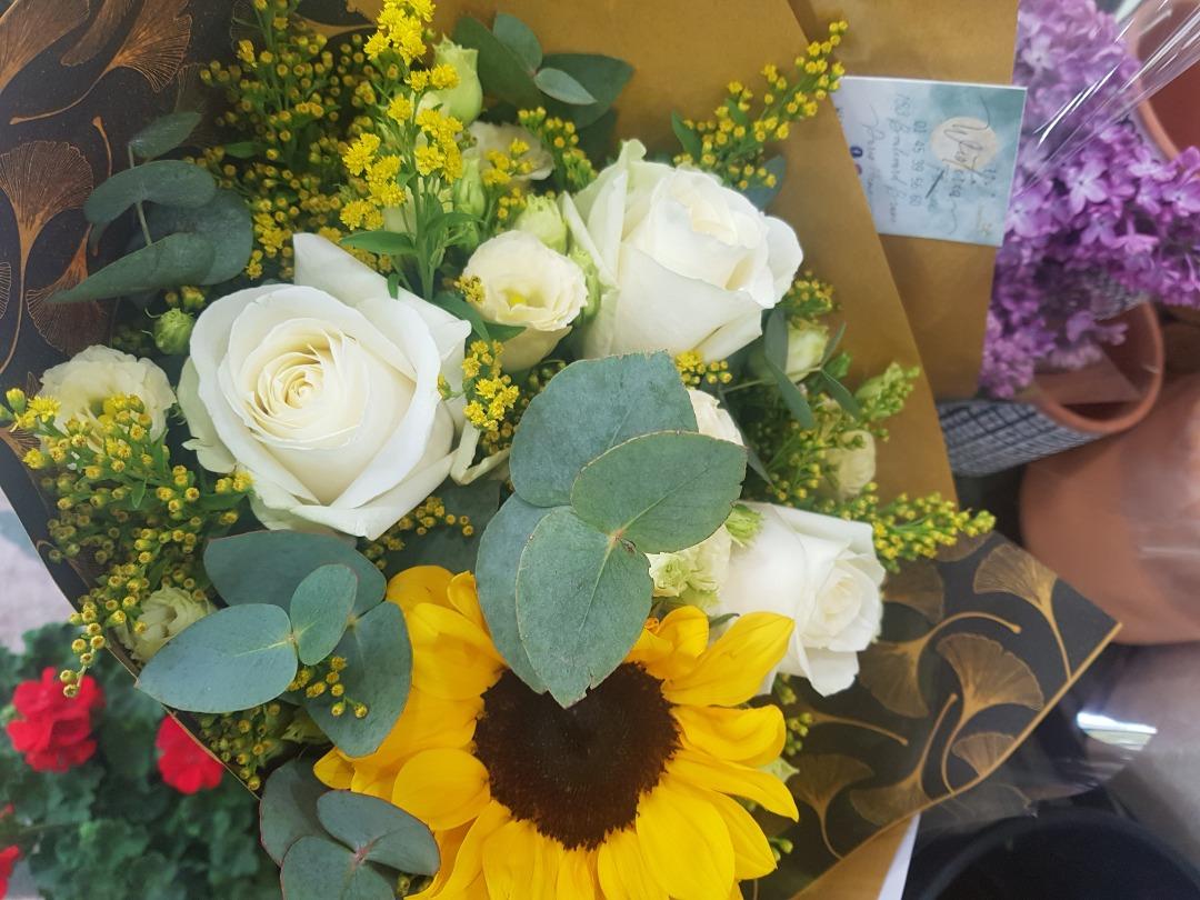 Commander bouquet de fleurs par artisan fleuriste Wisteria Fleuriste à Paris