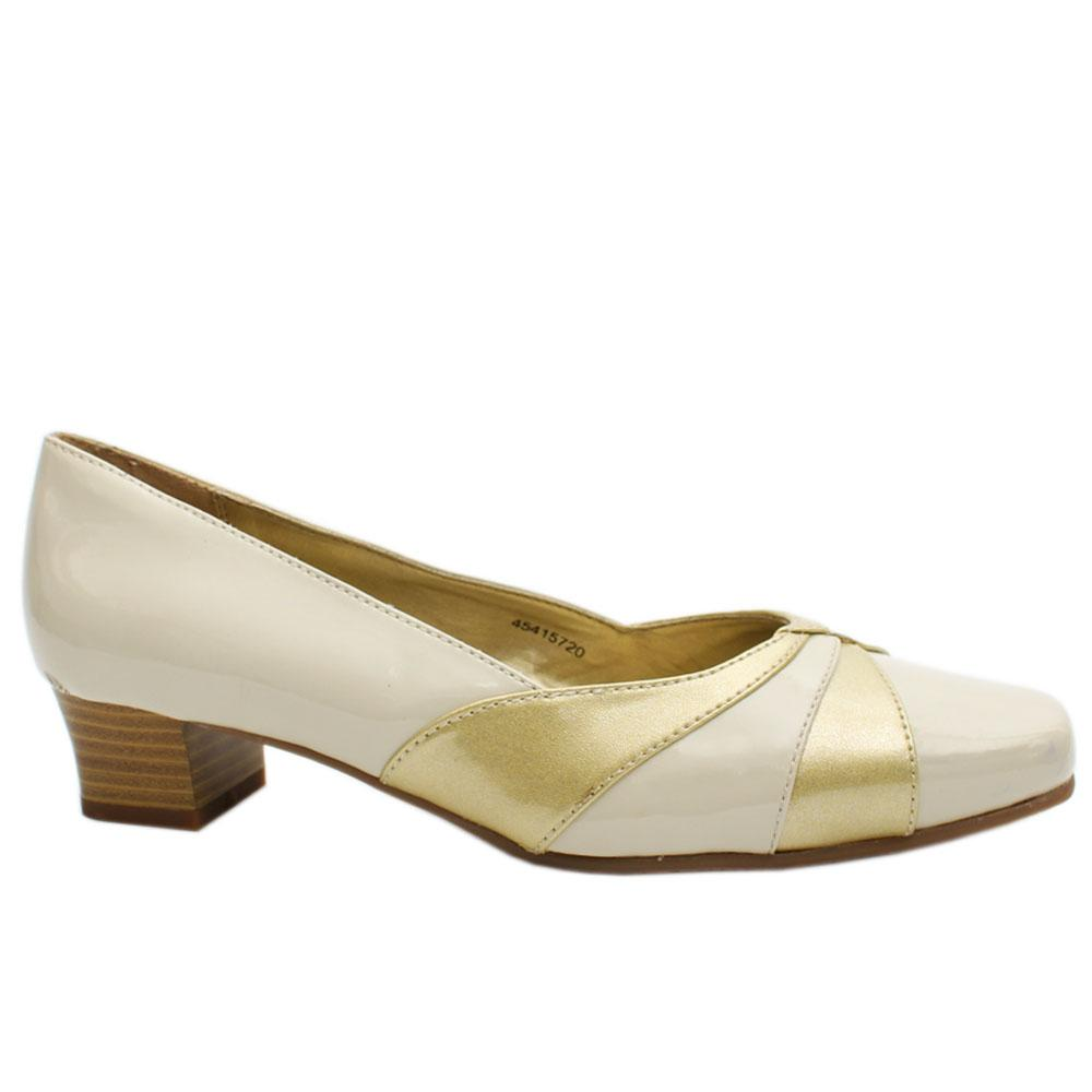 Camelot Cream Patent Leather Low Heel Wt Minor Ink Stain