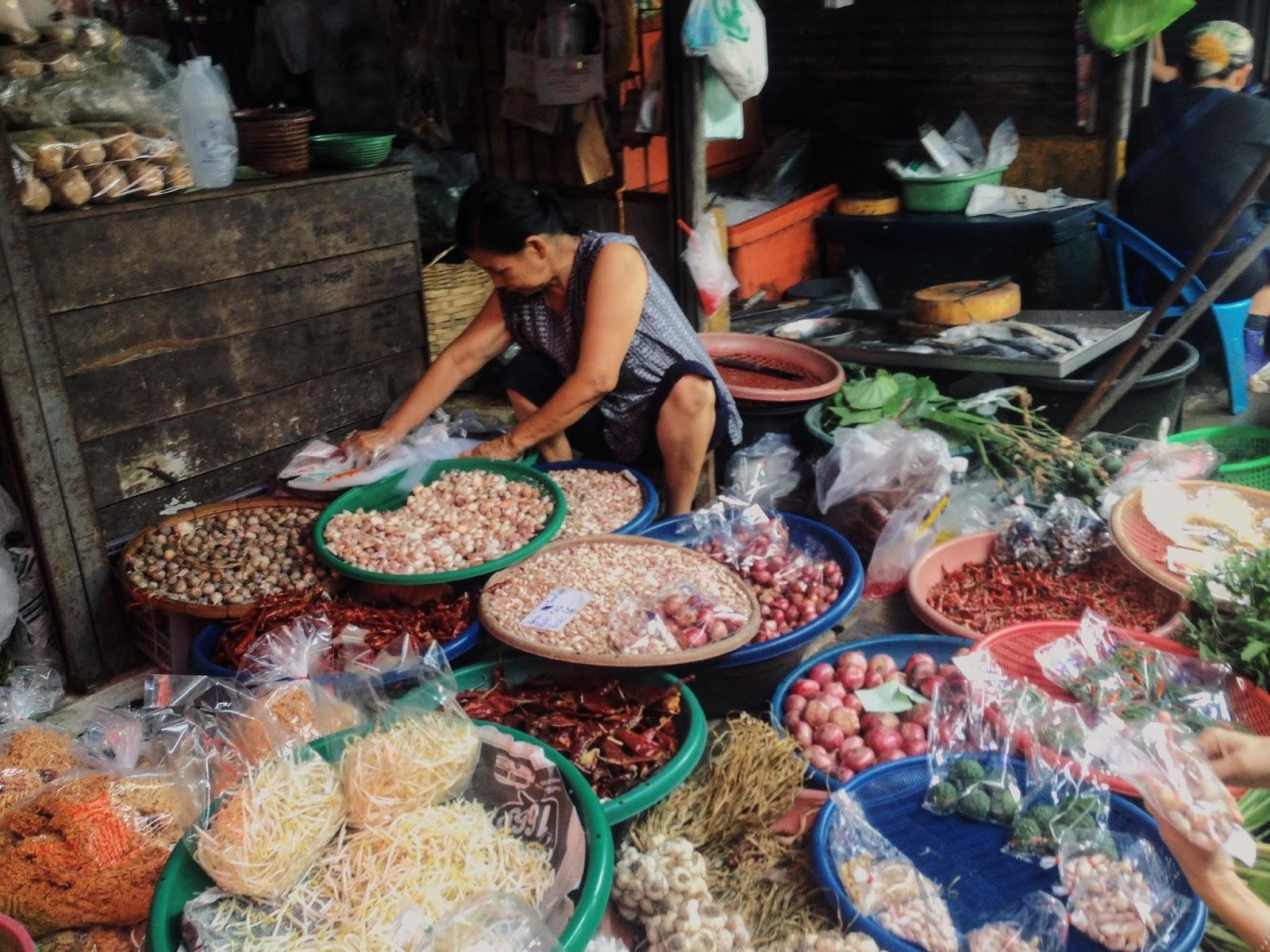 Bangkok guide tain market
