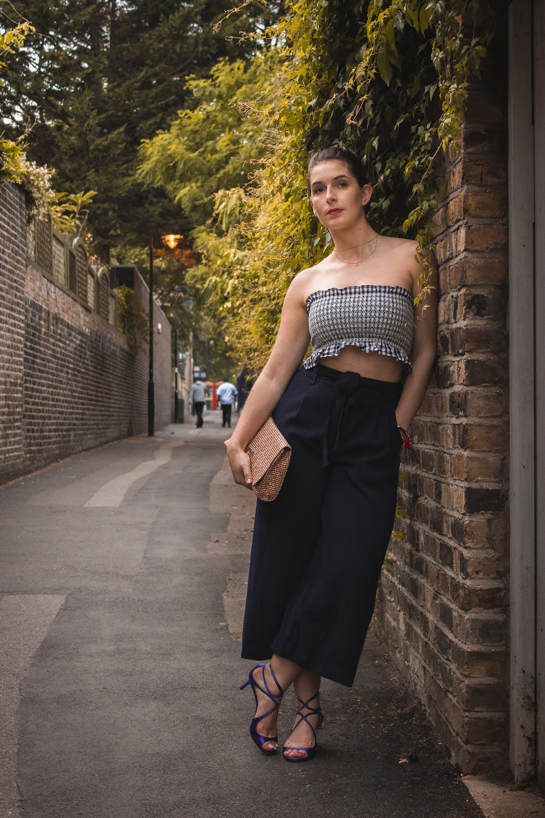 HOW TO WEAR A CROP TOP TO A NIGHT OUT? | OUTFIT
