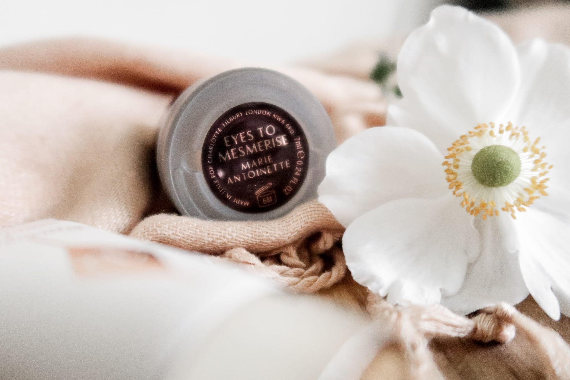 long-lasting cream eyeshadow - Marie Antoinette