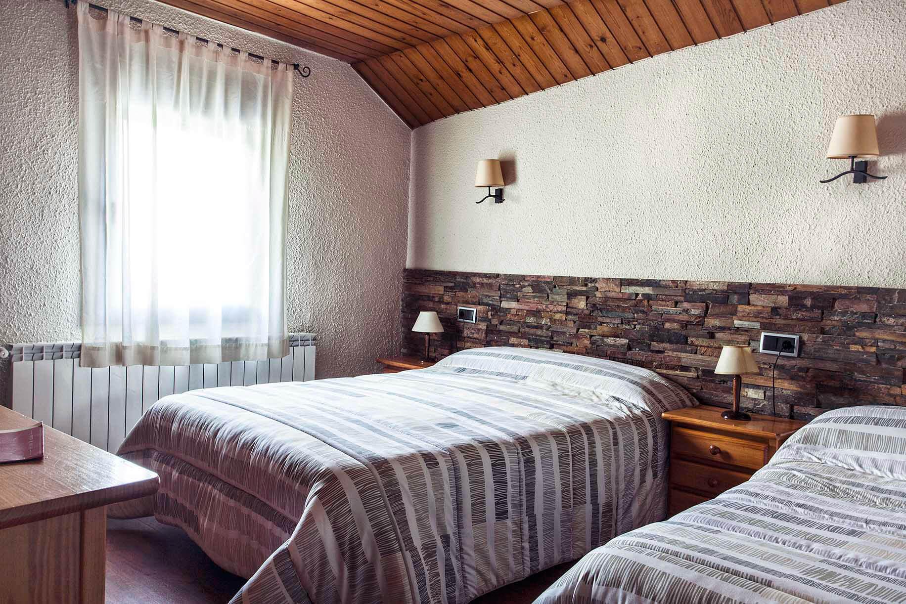 Habitació triple Hostal la Plaça Vall de Boí