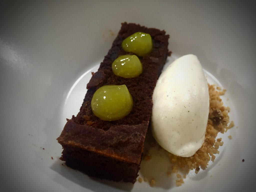 Brownie con helado de vainilla - The Book Restaurant