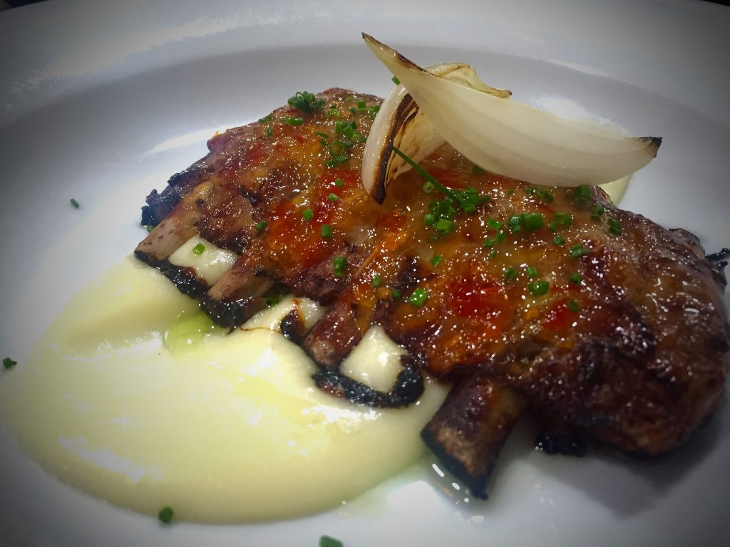 Costillas sweet chili con parmentier - The Book Restaurant