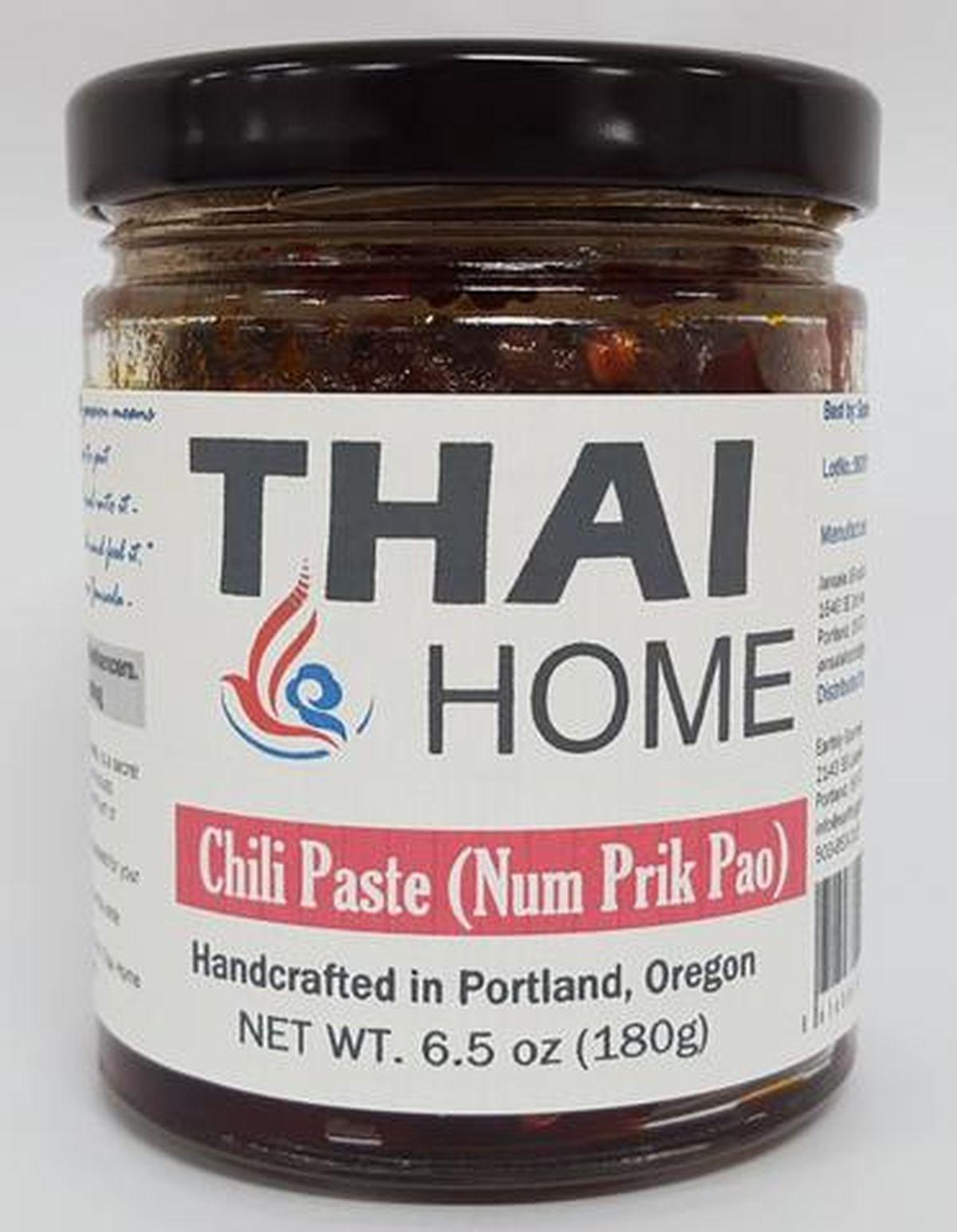 La pâte de chili rouge thailandaise fait partie des sauces asiatiques pour améliorer n'importe quel plat.