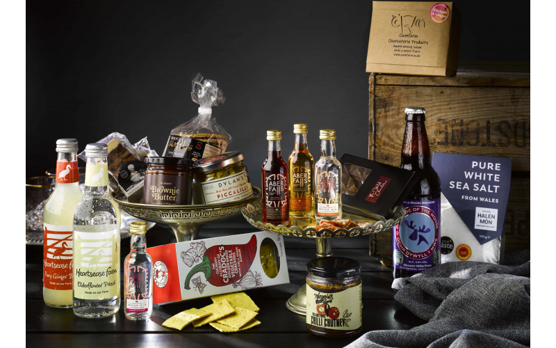 Win a Deluxe Christmas food & drink hamper