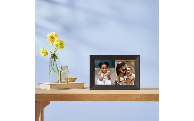 Win a smart photo frame from Aura