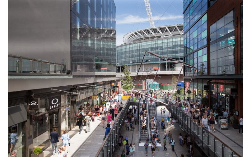 LONDON DESIGNER OUTLET IS GIVING AWAY  A £250 GIFT CARD