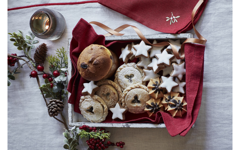 Delicious festive foodie treats and £200 Dobbies gift card