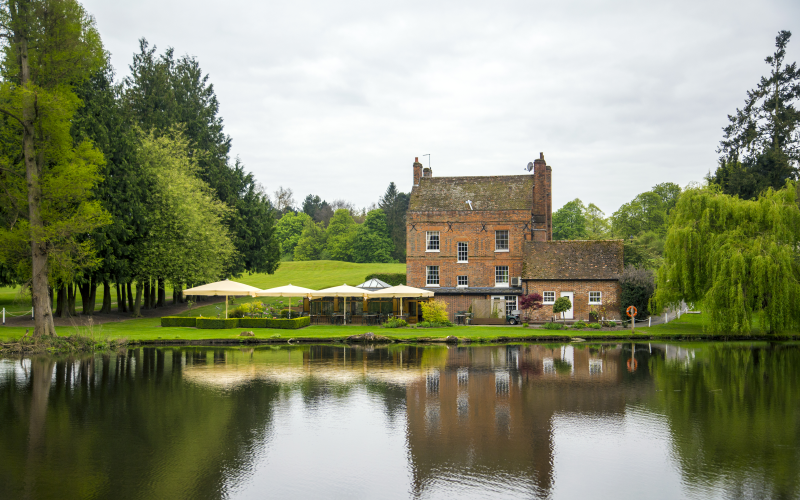 7-course meal at Auberge du Lac and overnight stay on the Brocket Hall Estate