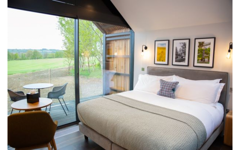 A two-night Cotswolds getaway at Feldon Valley!