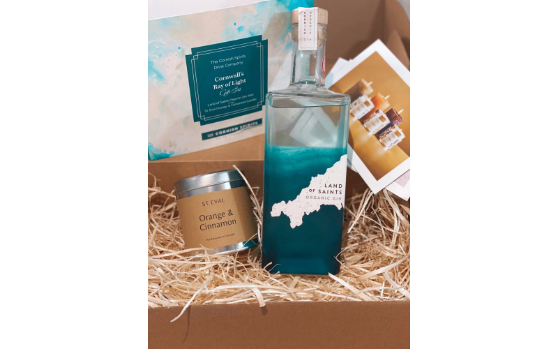 Land of Saints Cornish Organic Gin and St Eval Candle Gift Pack