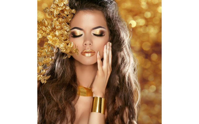 WIN a Luxurious Christmas Makeover & Photo-Shoot Experience for 2 at Flawless Studios