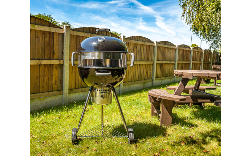 A CHARCOAL KETTLE PIZZA BBQ WORTH £180