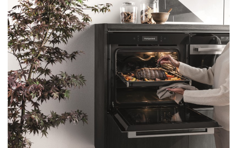 Hotpoint Class 9 built-in multifunction pyrolytic oven (SI9 891 SP IX)
