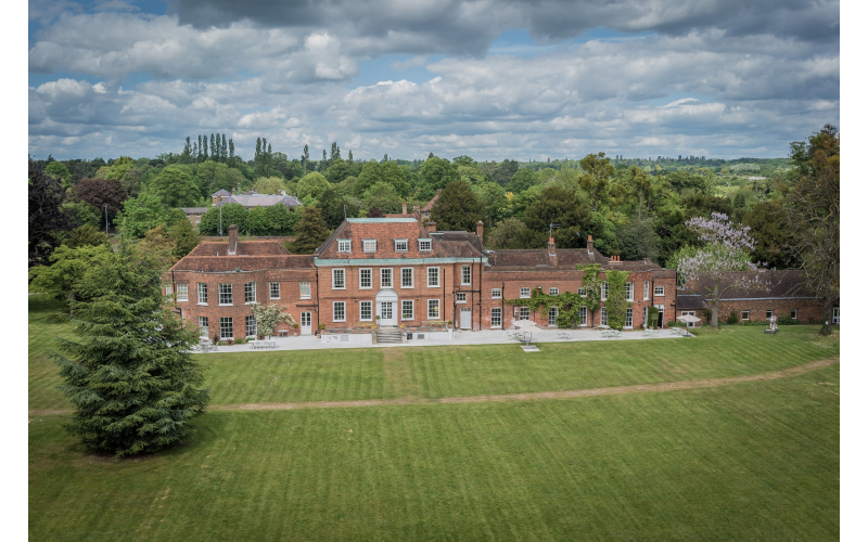 WIN A ONE NIGHT COUNTRYSIDE RETREAT AT STOKE PLACE IN BUCKINGHAMSHIRE