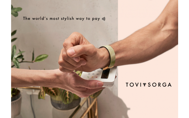 A Stylish Contactless Payment Bracelet