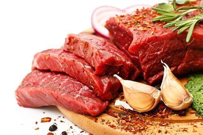 استشاري يُحذر من الإفراط في تناول اللحوم الحمراء ويوضح خطورة ذلك