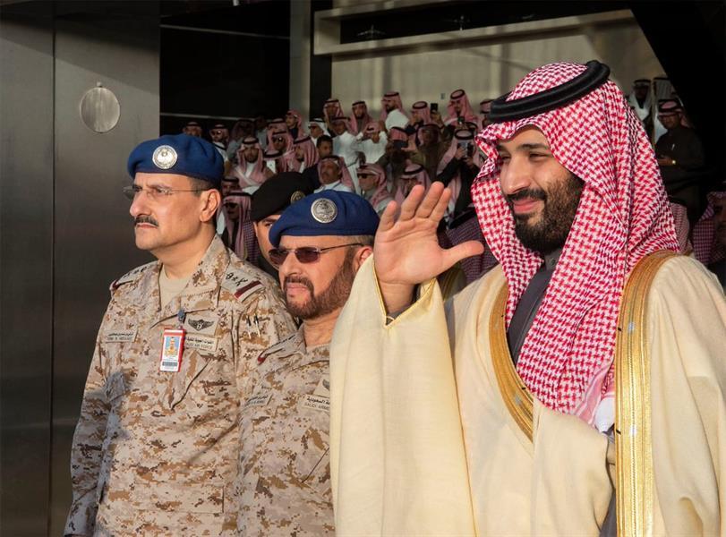 أخبار 24 بالصور ولي العهد يرعى حفل تخريج طلبة كلية الملك فيصل الجوية ويشاهد عرضا جويا للصقور السعودية