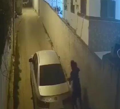 وثقت كاميرا مراقبة جريمته.. الإطاحة بشاب حاول اختطاف فتاة في سيارة بالأردن