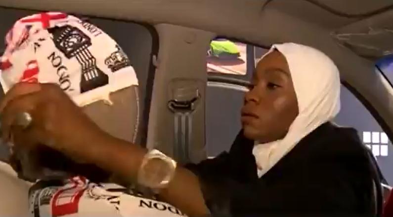 فتاة تحوّل شغفها بتزيين السيارات إلى مصدر رزق