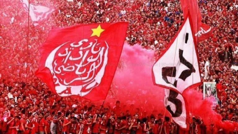 """شاهد.. لاعبو الوداد يحتفلون بلقب الدوري المغربي بالسخرية من تقنية الـ """"VAR"""""""