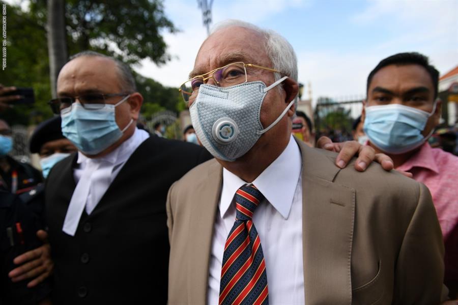 إدانة رئيس وزراء ماليزيا السابق نجيب عبد الرزاق في جرائم فساد مالي
