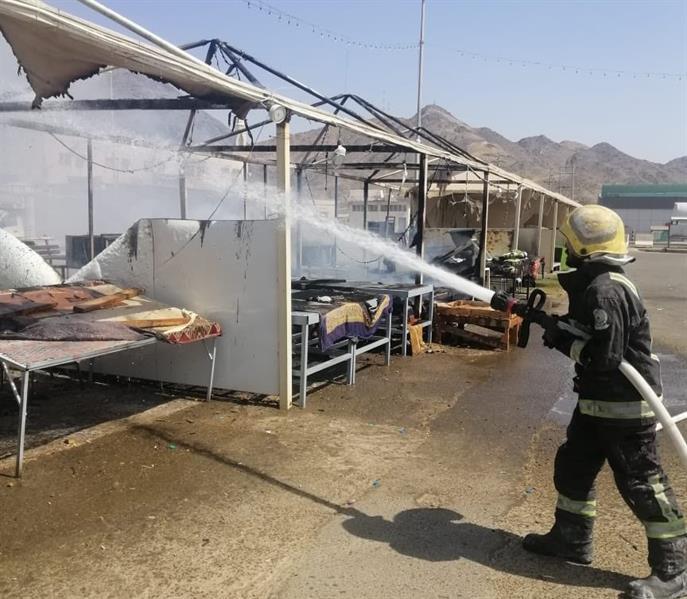 """""""مدني بدر"""" يخمد حريق بسطات السوق الشعبي"""