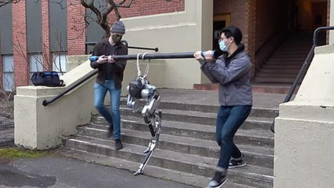 """روبوت كفيف يتعلم صعود السلالم بطريقة """"الحس العميق""""!"""