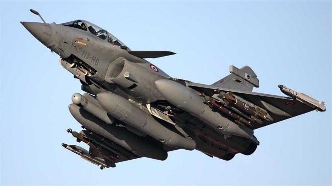 مصر وفرنسا توقعان على عقد لتوريد 30 طائرة رافال