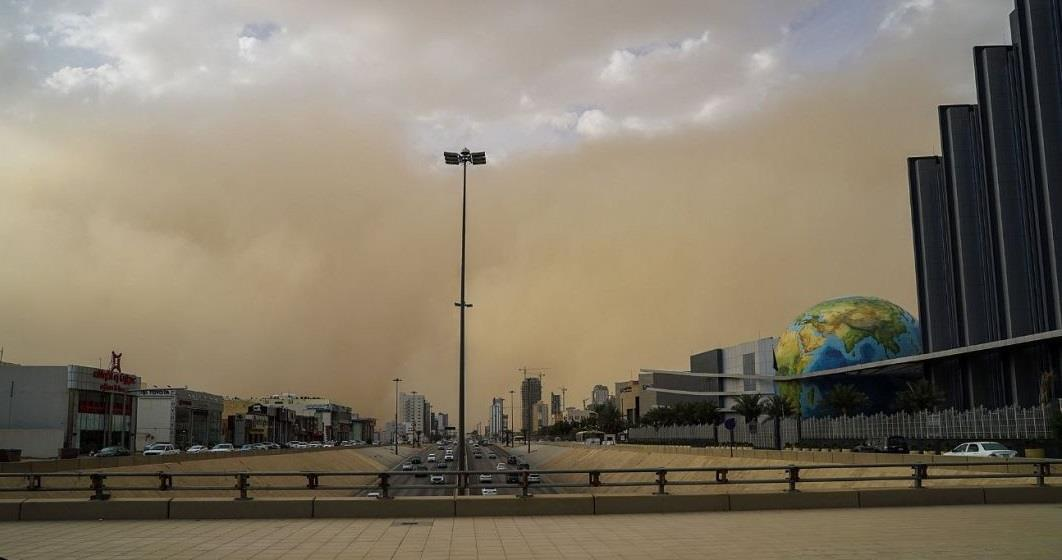 الأرصاد: استمرار العاصفة الترابية على منطقة الرياض حتى منتصف الليل