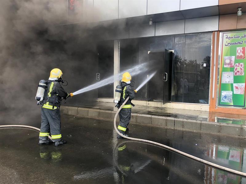 إخماد حريق اندلع في محل لبيع الأثاث