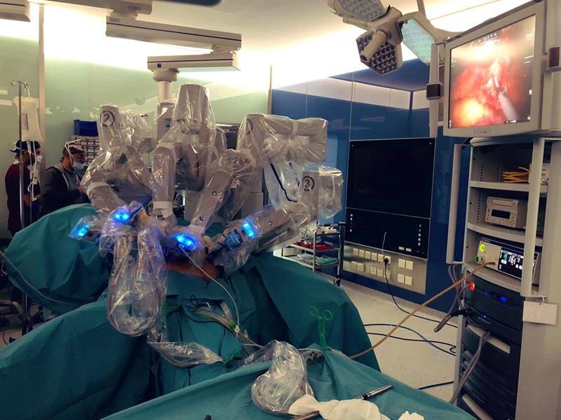 عملية جراحية باستخدام الروبوت
