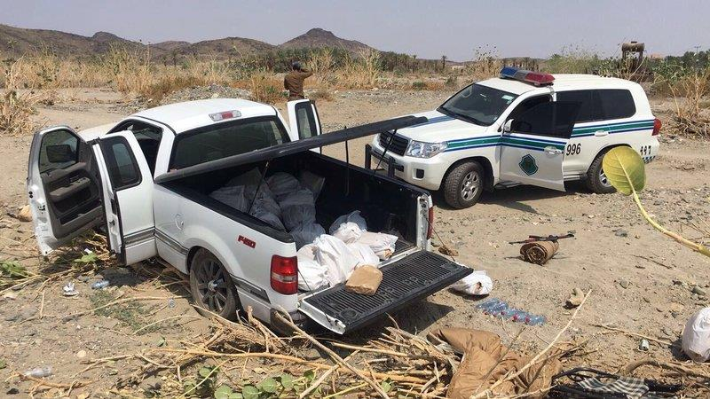 توقيف سيارة محمّلة بالخمور بعد محاولة سائقها الهرب بالباحة