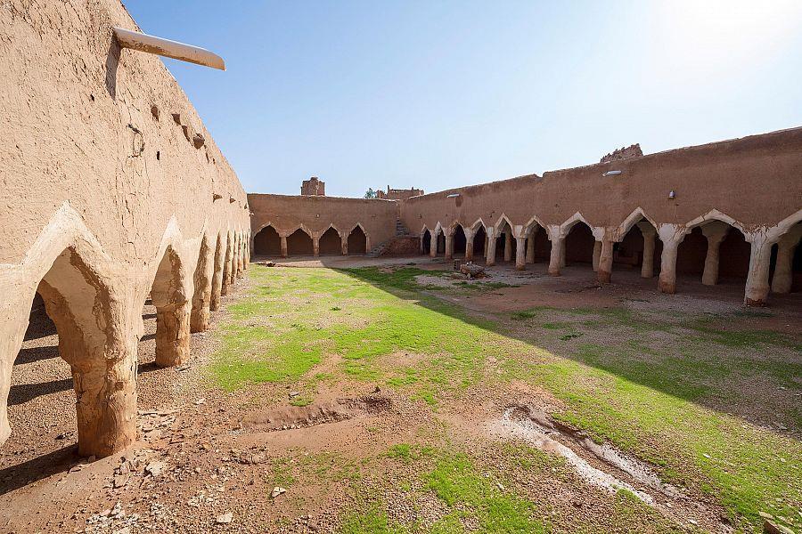 """مسجد """"الداخلة"""" التاريخي الذي رُمم ضمن مشروع ولي العهد لتأهيل المساجد التاريخية في المجمعة"""