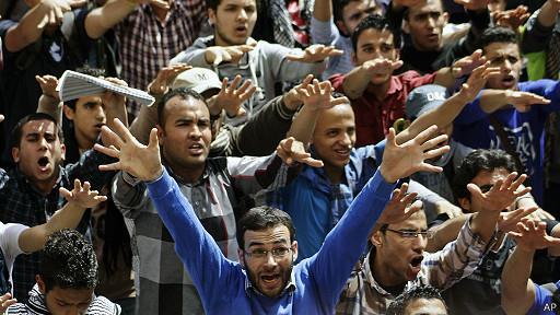 أنصار مرسي يحشدون للتظاهر بعد إعلان السيسي ترشحه للرئاسة في مصر
