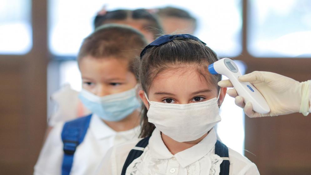 سلطنة عمان تعيد الطلاب للمدارس تدريجياً.. وتفرض غرامة على غير الملتزمين بالإجراءات الاحترازية