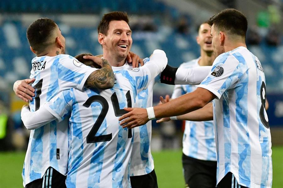 """الأرجنتين تحسم صدارة مجموعتها في """"كوبا أمريكا"""" والأورغواي تحل وصيفة"""