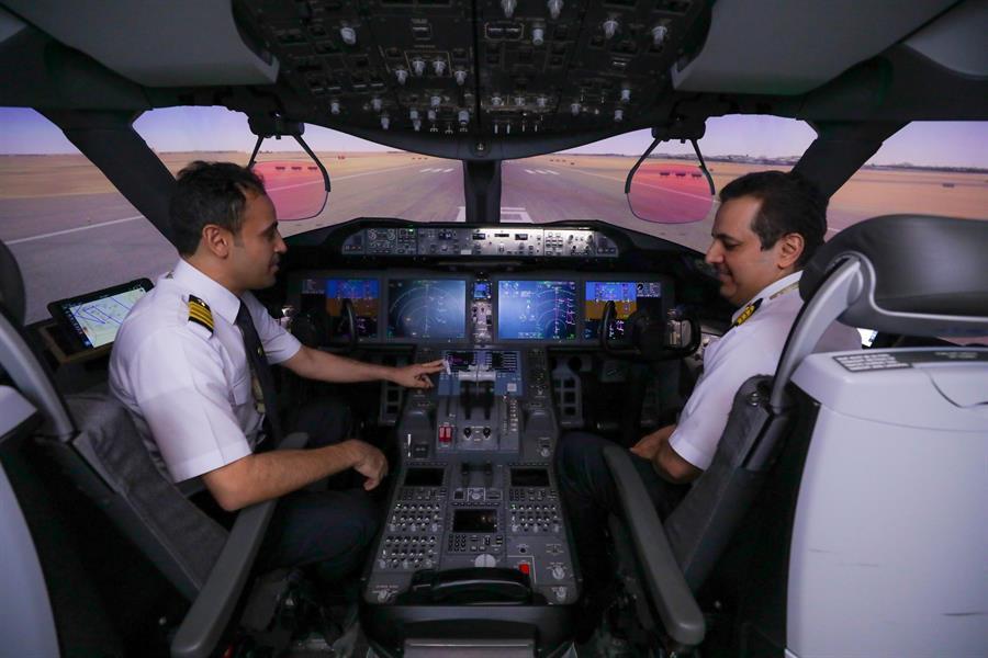 طيارو الخطوط السعودية يستعدون للعرض الجوي الكبير في اليوم الوطني
