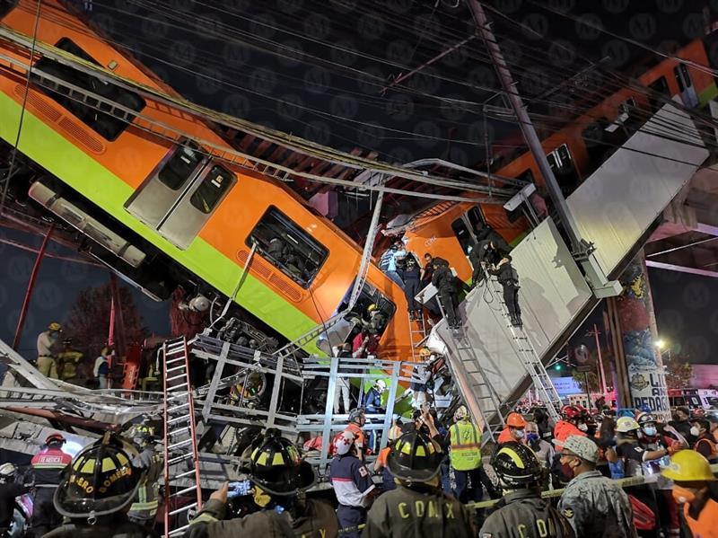 عشرات القتلى والجرحى إثر انهيار جسر معلّق لحظة مرور قطار عليه