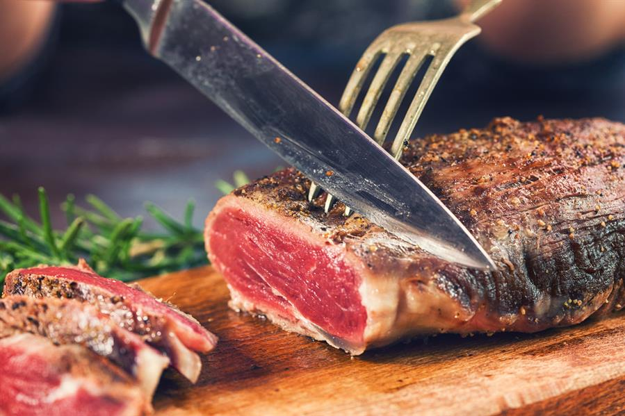 في دراسة جديدة ، تم الكشف عن علاقة بين اللحوم الحمراء وسرطان القولون