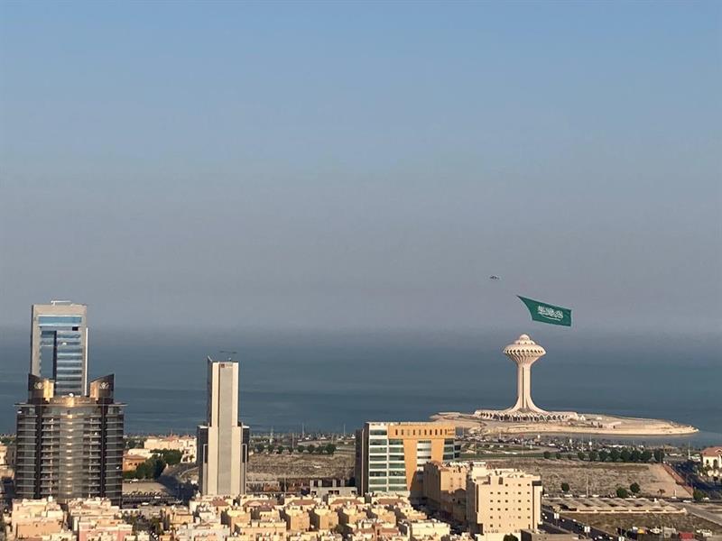 أضخم علم سعودي يحلق في سماء المملكة