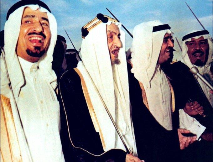 صورة نادرة تجمع بين 4 ملوك سابقين في احتفالات عيد الفطر المبارك قبل قرابة 47 عاماً