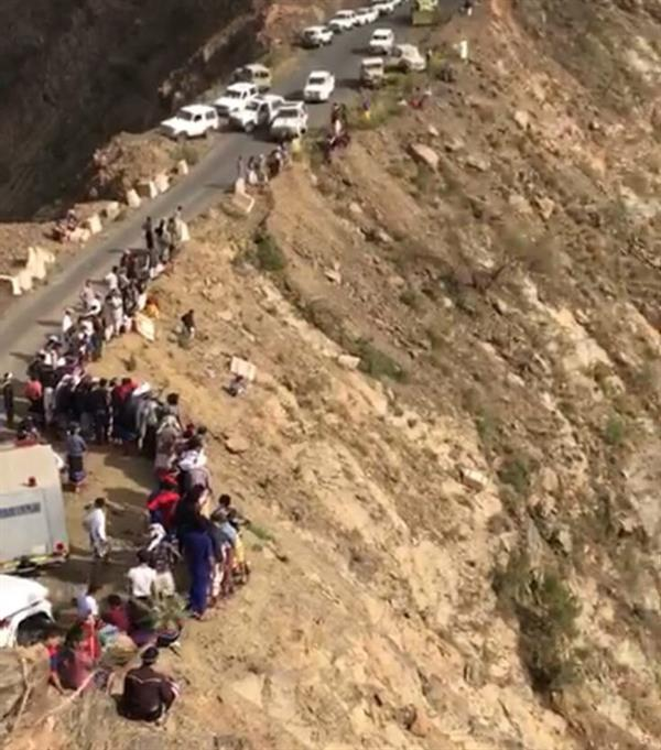سقوط حافلة أسفل الجبل الأسود بمحافظة الريث في جازان.. والدفاع المدني يستنفر