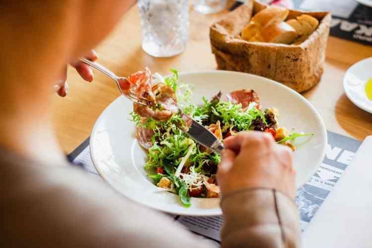 اختصاصيون: ممارسات غذائية خاطئة في فصل الصيف تؤدي لكوارث صحية