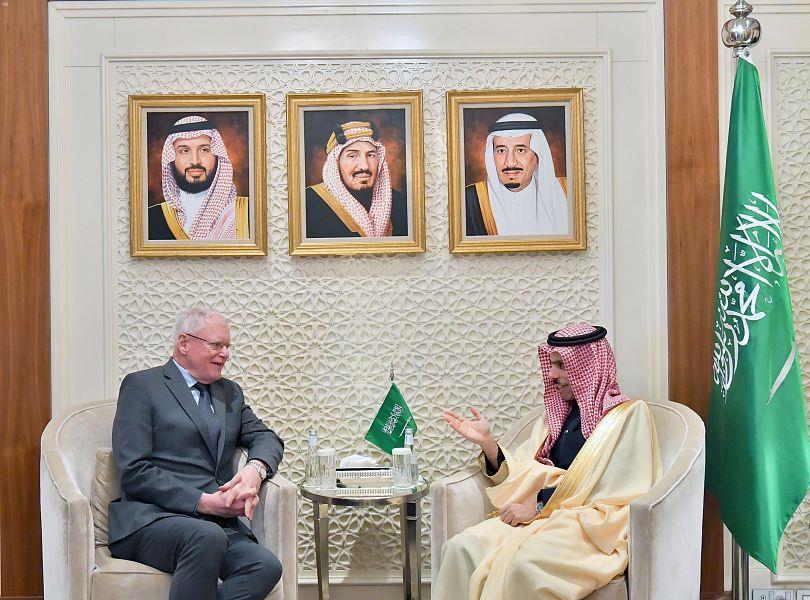سمو الأمير فيصل بن فرحان يستقبل المبعوث الأمريكي الخاص في سوريا