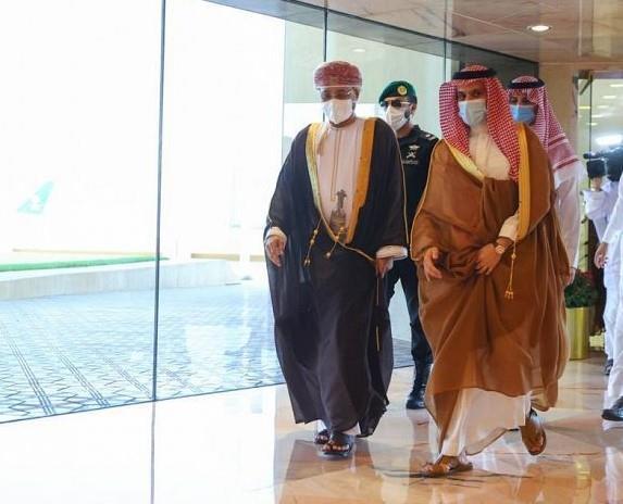 الأمير فيصل بن فرحان بن عبد الله يستقبل وزير خارجية سلطنة عُمان السيد بدر بن حمد بن حمود البوسعيدي
