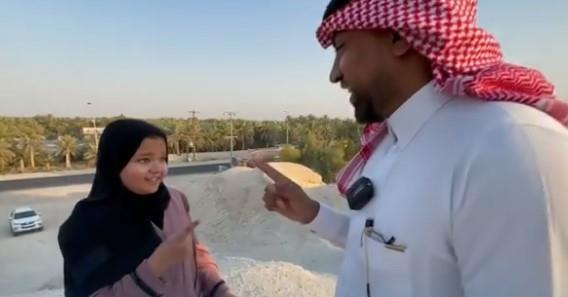 فتاة تلفت الأنظار بفيديوهات فكاهية باللهجة الحساوية واللغة الهندية