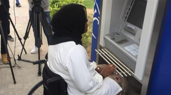 شاهد.. الإمارات تُدشن أول صراف آلي لذوي الإعاقة والمكفوفين.. وهذه الخدمات التي يقدمها