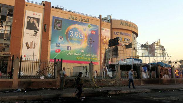 استهدف الهجوم مجمع النخيل التسوقي الواقع في شارع فلسطين